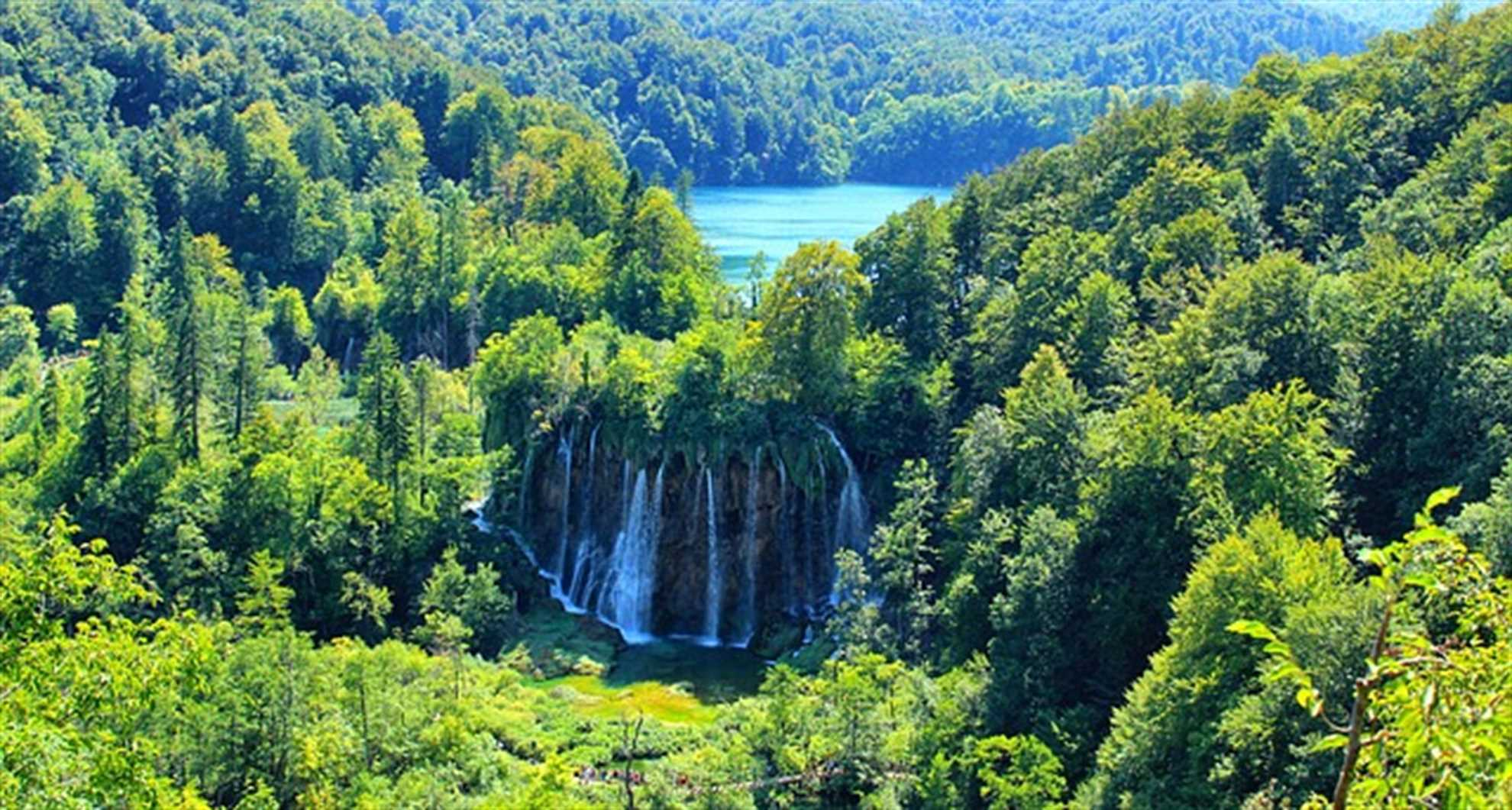 Majestic waterfalls of Plitvice Lakes