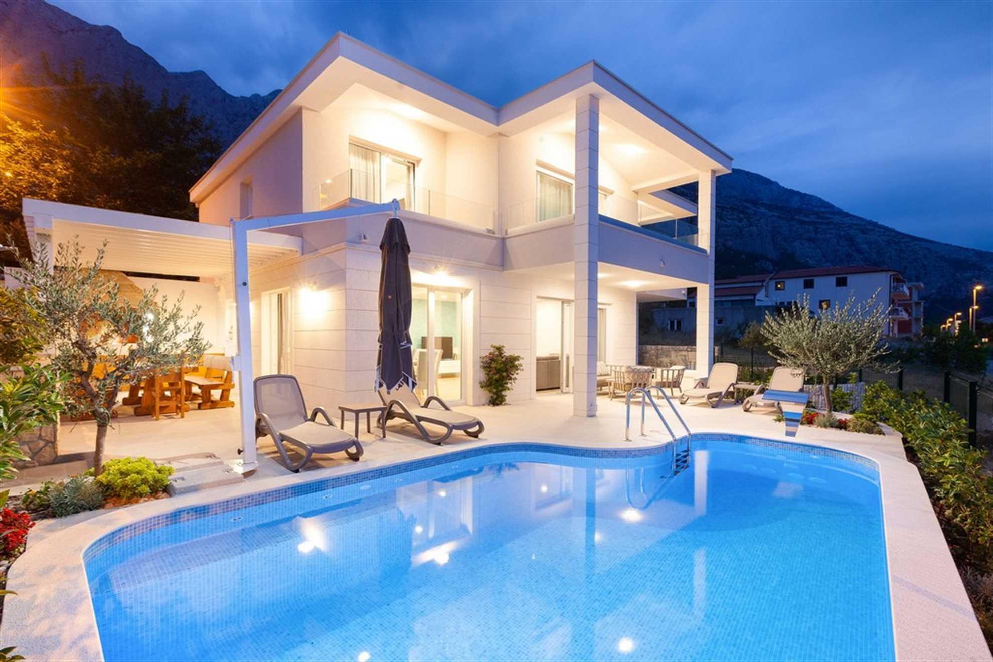 Luxury Villa Moonlight with Heated Pool