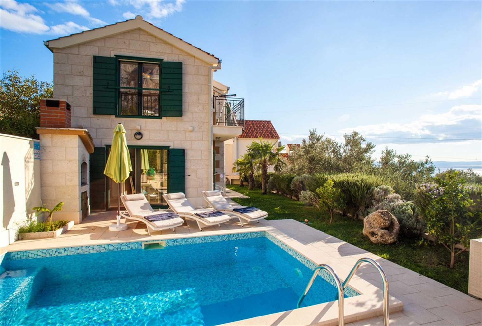 Luxury Villa Nirvana with Swimming Pool