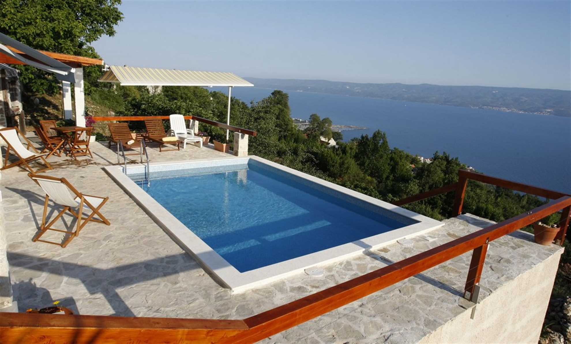 Country House Rose Alley with Swimming Pool near Split