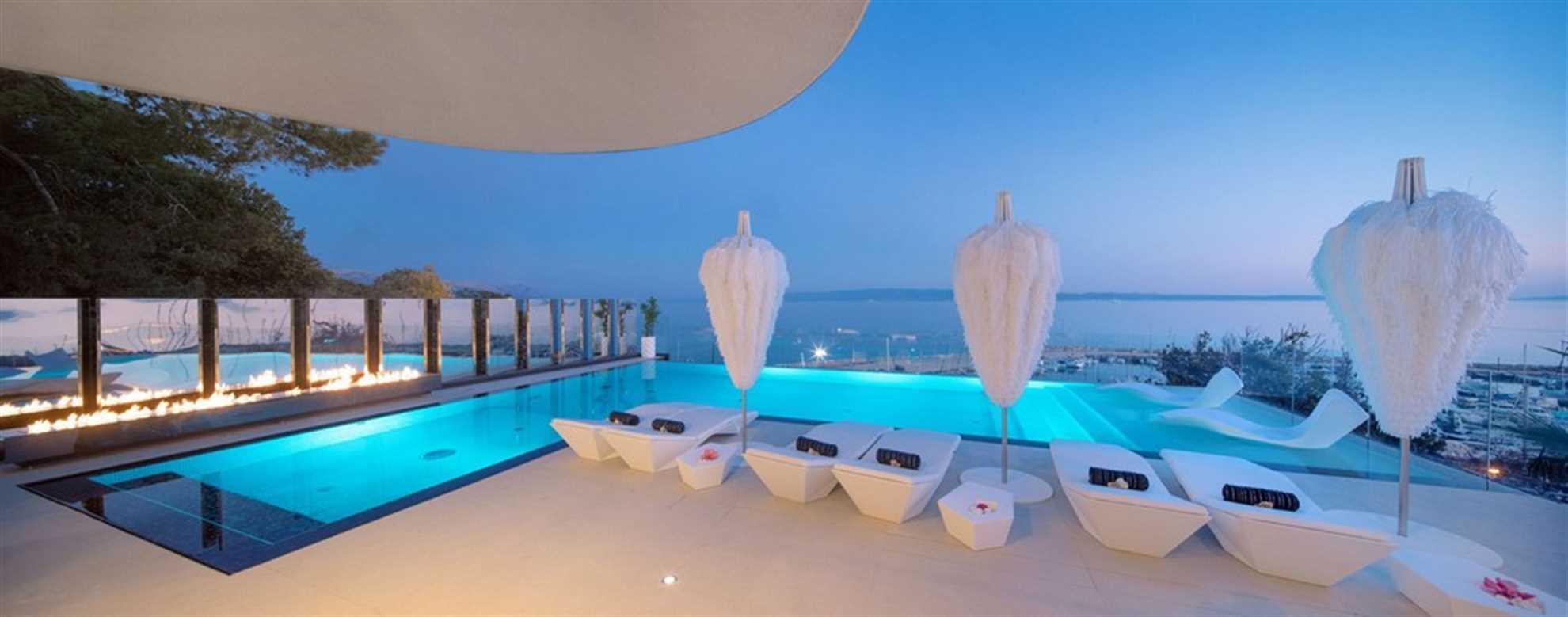 Infinity pool of the Posh residence