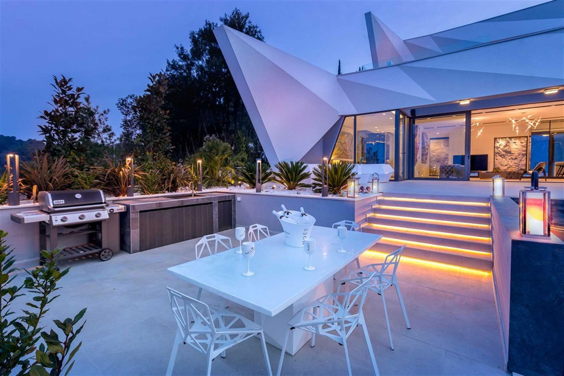Ljetna terasa ispred vile Korcula Diamond