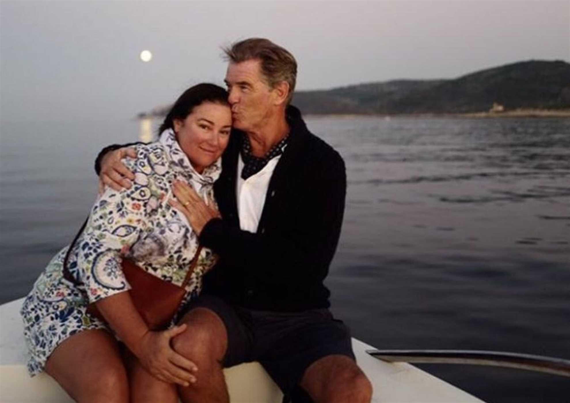 Pierce Brosnan sa suprugom uživa u zalsku sunca na Visu
