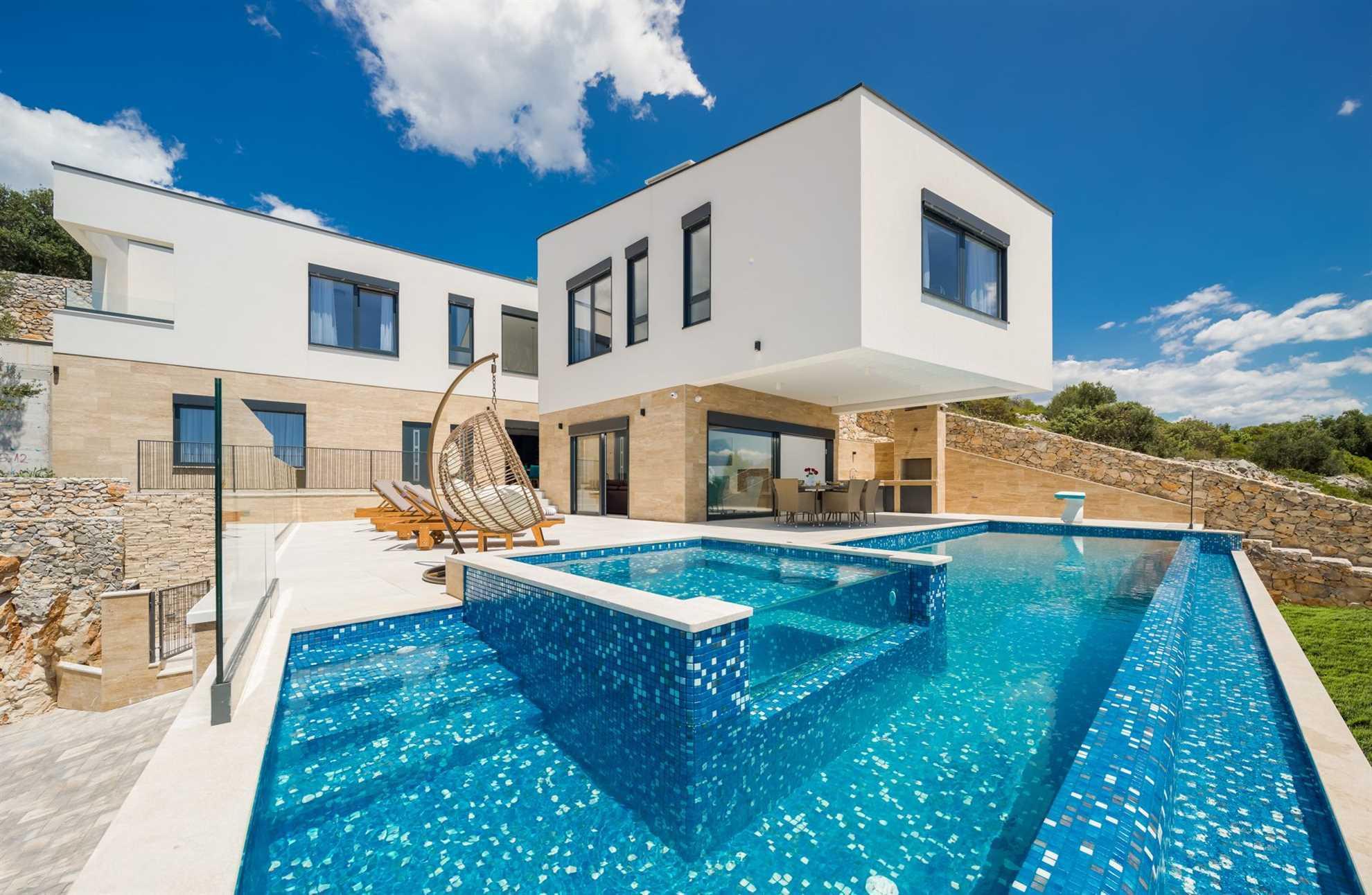 Luxury Villa Gold Pearl_VIP Holiday Booker
